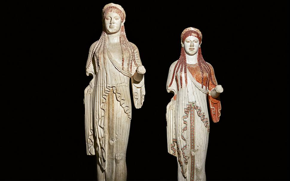 1-Кора - оригинальная статуя и её реплика.jpg
