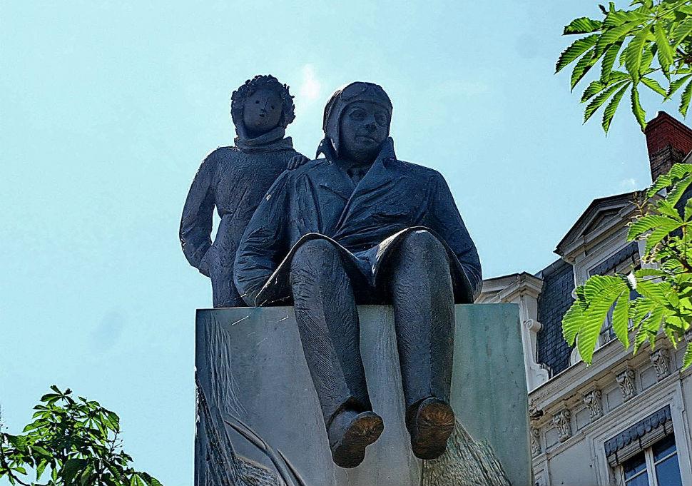 Памятник Экзюпери.jpg