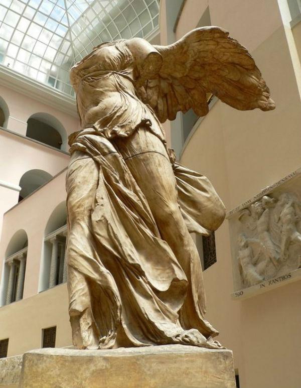 6-Ника Самофракийская - около 190 до н. э..jpg