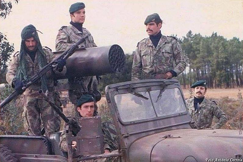 """Ракетное вооружение португальских """"джипов"""" в ходе Колониальной войны"""