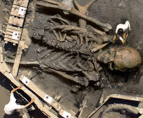071214-giant-skeleton_big