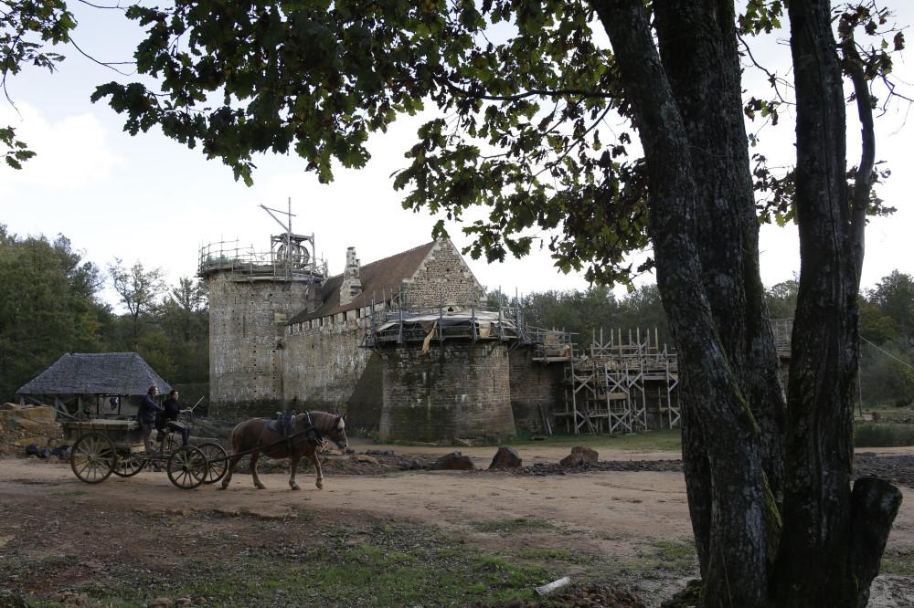 A-Guedelon-on-construit-comme-au-Moyen-Age