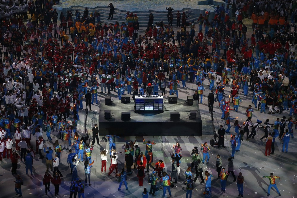 Olympic-athletes-danced-following-Sochi-closing-ceremony