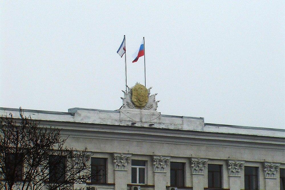 Верховную Раду Крыма ночью захватили неизвестные xJO38BYvqTk