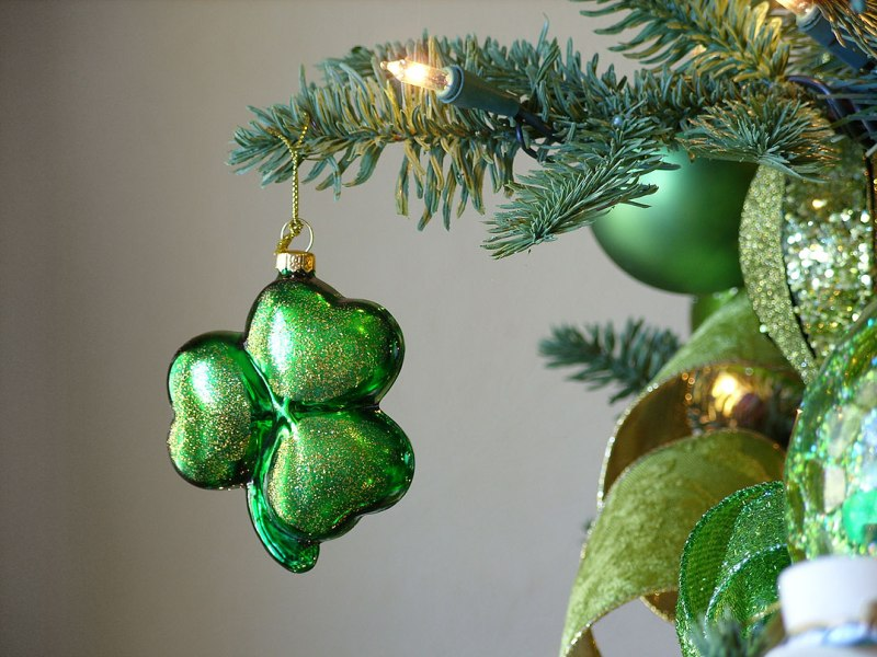 shamrock-ornament-hanging