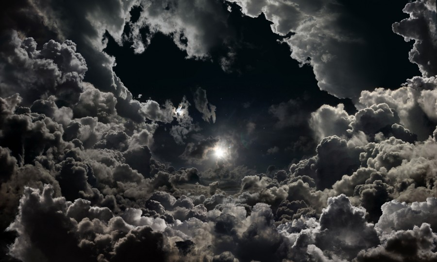 004_THE_KINGDOML_Moon-above-clouds_200x120cm