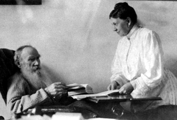 Толстой с женой