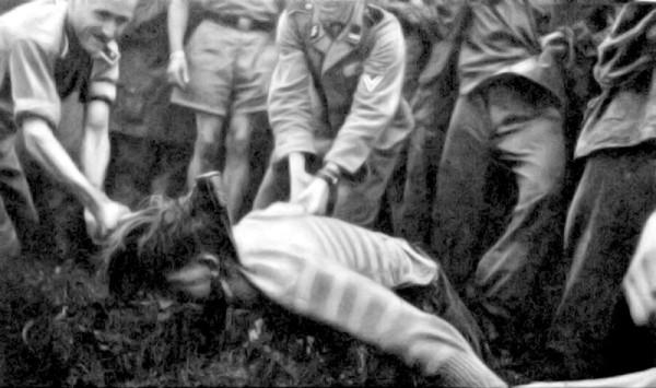 Казнь словенского партизана солдатами Ваффен-СС - 2.jpeg