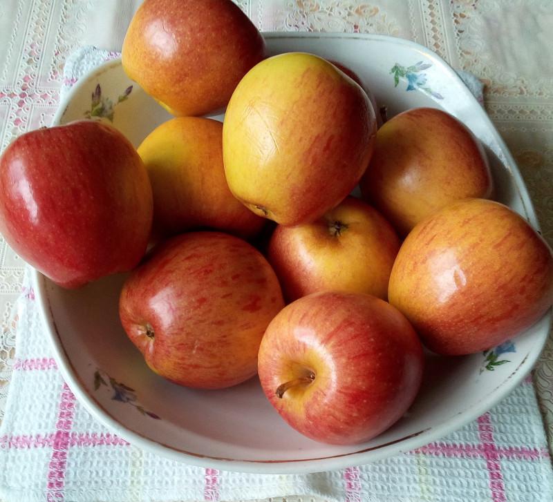 Яблочки, освящённые сегодня утром 19 августа 2019 года