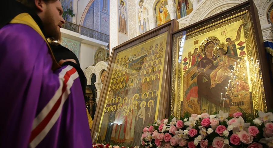Сегодня праздник иконы Божией Матери Всецарица