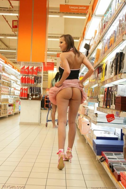 фото азиаток продавщиц без трусов