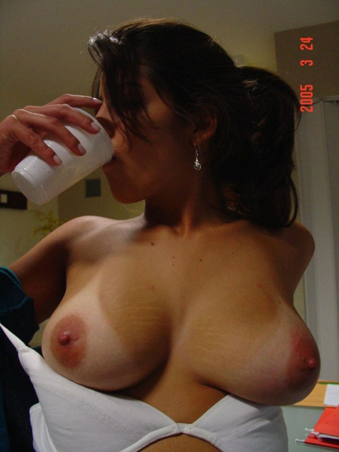 Cecile and amateur and tits, elizabeth banks young nude
