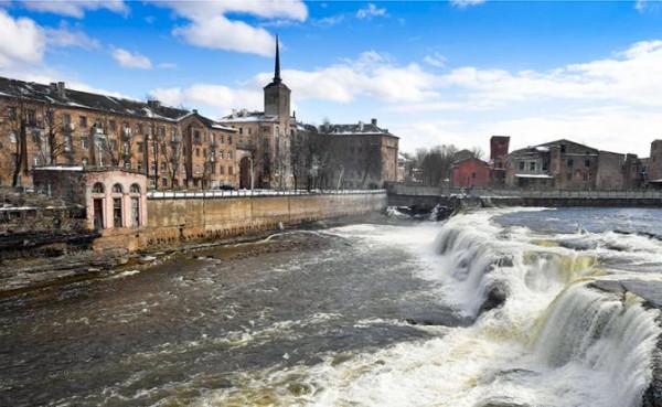 Эстония выслала российских дипломатов, расквитавшись за Усть-Лугу