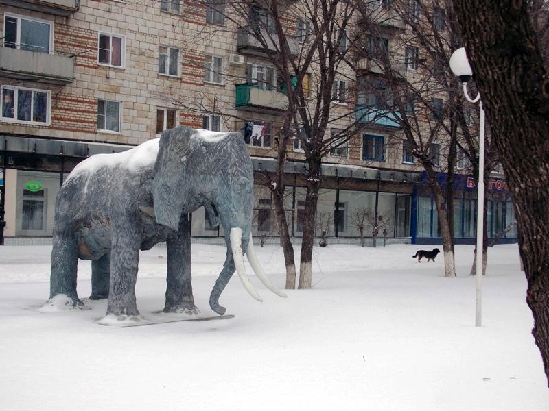 Под небом голубым есть город небольшой)