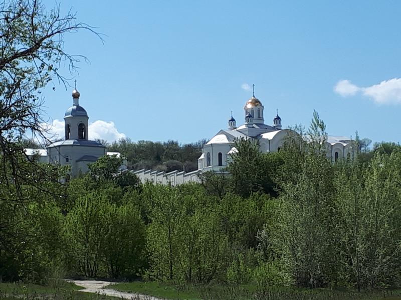 Вид с берега Дона на Спасо-Преображенский Усть-Медведицкий монастырь г.Серафимович
