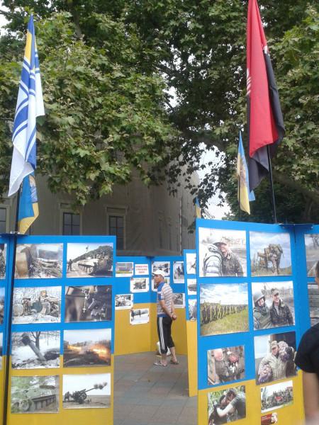 Выставка «Российское оружие в Донбассе» под флагом Правого сектора