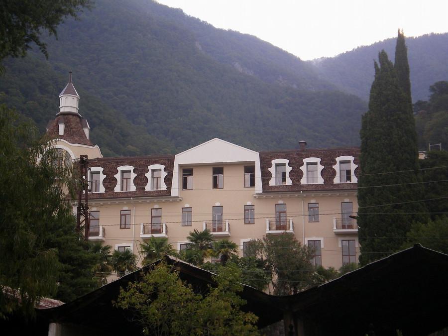 Гагра.Гостиница принца Ольденбургского, ныне Школа ¦ 2