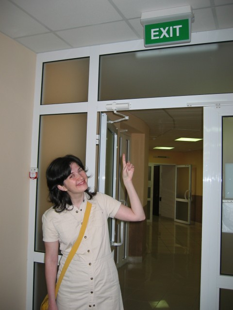 у выхода из больницы