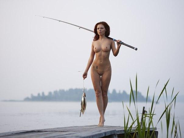 фото голая рыбачка