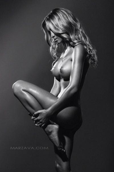 красивые картинки девушек черно белые эротичные позы