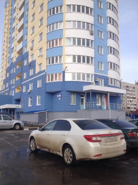 Авто Артема Левковского напротив его дома