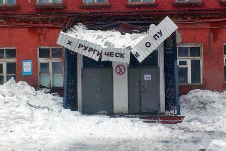Крыльцо военного госпиталя Новосибирска