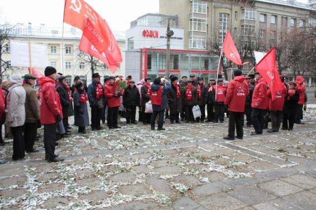 В Ижевске прошла серия пикетов посвященных 91-й годовщине государственности Удмуртии.