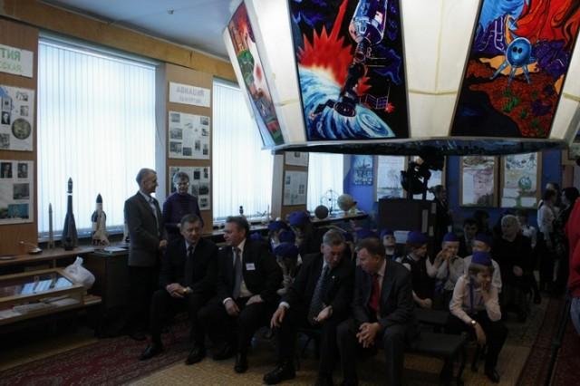 В школе 62 состоялось открытие декады знаний, посвященной 50-летию полета Юрия Гагарина в космос.
