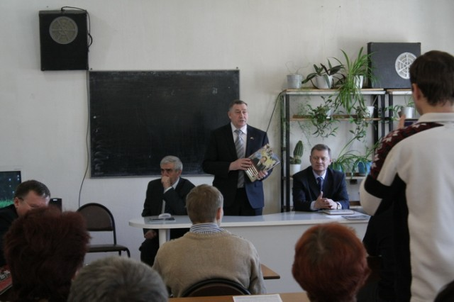 Презентация книги Н.Д. Украинца «Не отступая - быть самим собой» Ю.Д. Маслюков в воспоминаниях.