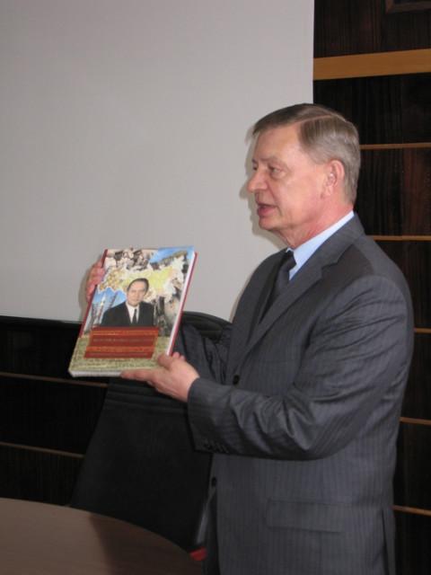 Н.И. Сапожников провел встречу с работниками НИТИ «Прогресс»
