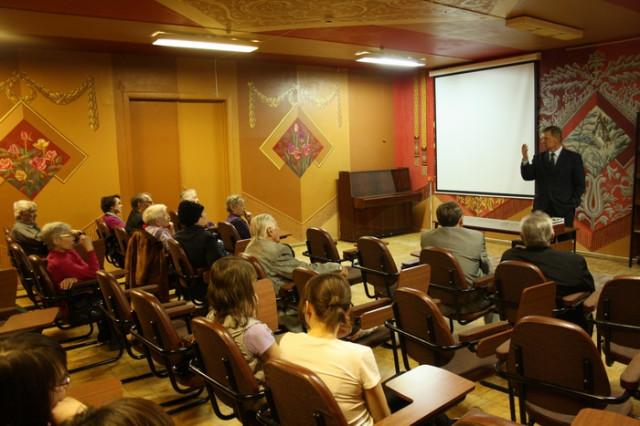 5 мая депутат Государственной Думы Российской Федерации Николай Иванович Сапожников провел встречу с жителями города Глазова.