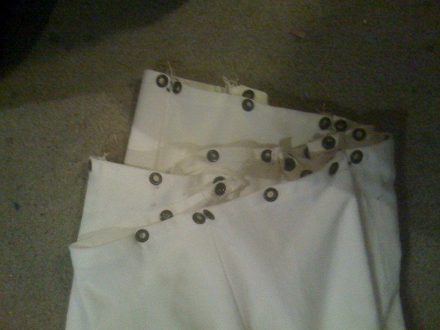 Upper edge of underskirt with coconut line grommets