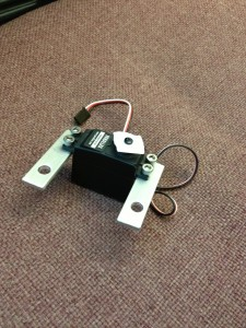 Servomotor with mounting brackets