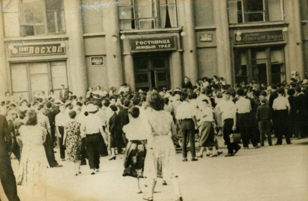 У входа в «Южный Урал», 1962 год