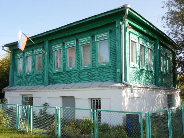 Дом с фасада