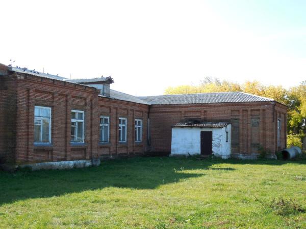 Школа со двора