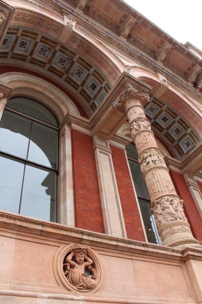 Фрагмент здания музея и библиотеки Виктории и Альберта, Лондон
