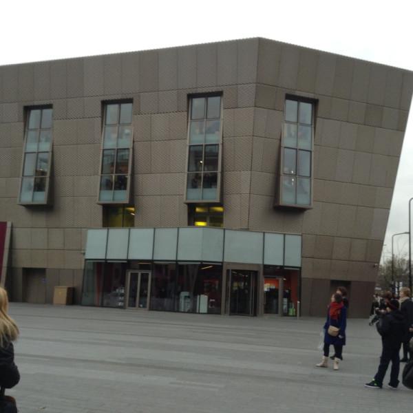 Библиотека одного из районов Лондона
