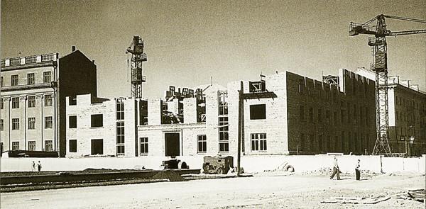 Строительство здания Красноярской научной библиотеки на площади революции 1961