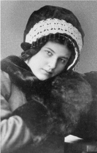 Лариса Рейснер, 1910 г