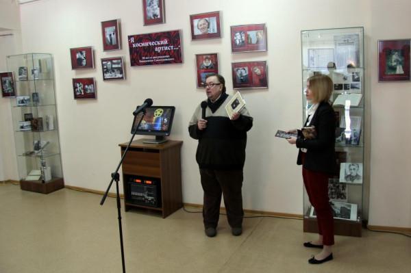 3. Досталась нам в подарок книжка - --Теперь у нас новый адрес...Московские адреса тарковских--Марины Тарковской