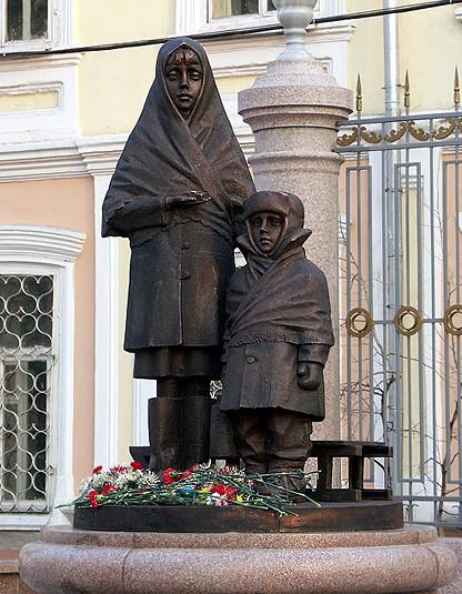 Памятники животным спасшим Норильск в памятники на могилу фото и цены воронеж