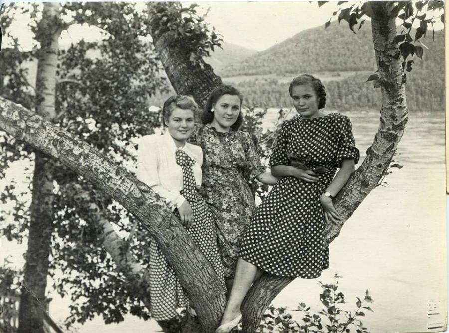 Красноярски на берегу Енисея недалко от дома отдыха 1952