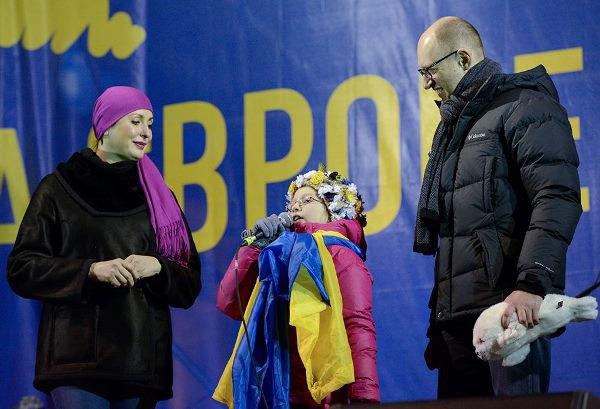 дочь Яценюка на Майдане
