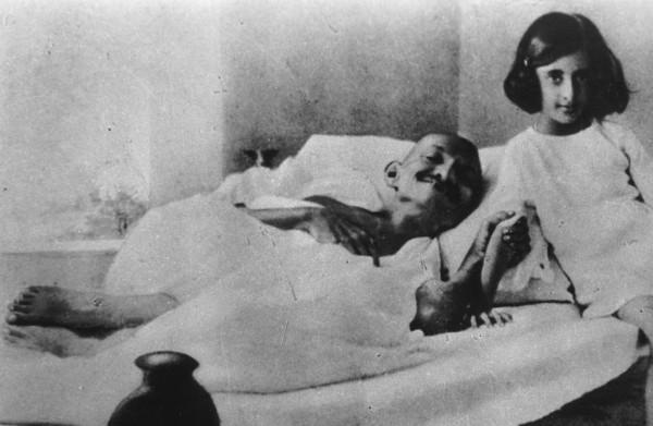 Ганди Голодает