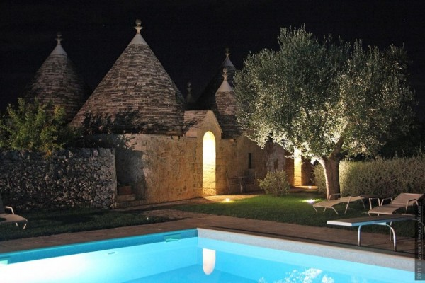 it-trulli-10-night-pool-960x640
