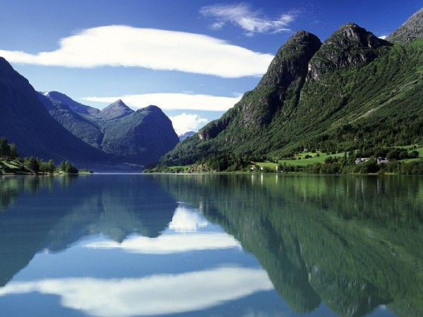 Norway-Mountains-Water-1440x19201