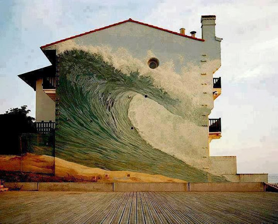 Located in Hossegor-Capbreton beach, France. The mural is titled 'The Big Wave' by Dominique Antony.