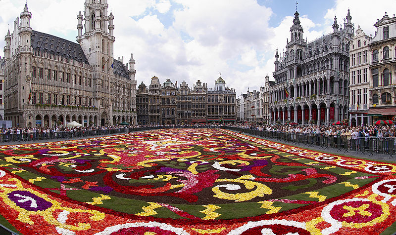 800px-Brussels_floral_carpet_B-Foto-de-Wouter-Hagens-Wikimedia-Commons