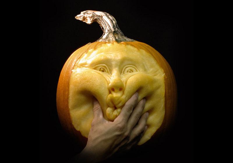 1350898518_ray-villafane-pumpkins-1
